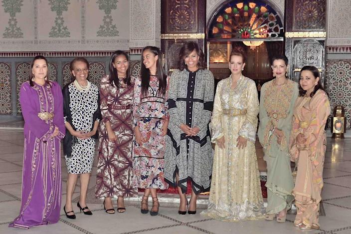 <p>Left to right: Princess Lalla Hasna, Marian Shields Robinson, Malia and Sasha Obama, First Lady Michelle Obama, Princesses Lalla Salma, Lalla Meryem, and Lalla Asma attend an iftar dinner (Ramadan meal) offered by Morocco's king in Marrakesh, on June 28, 2016. (Balkis Press/Sipa) </p>