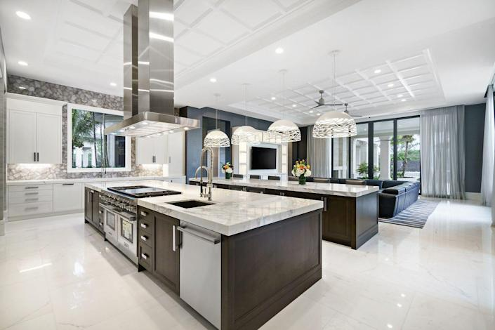 <p>And if that's not enough to support your culinary endeavors, Rockybrook features a separate commercial catering kitchen.</p>