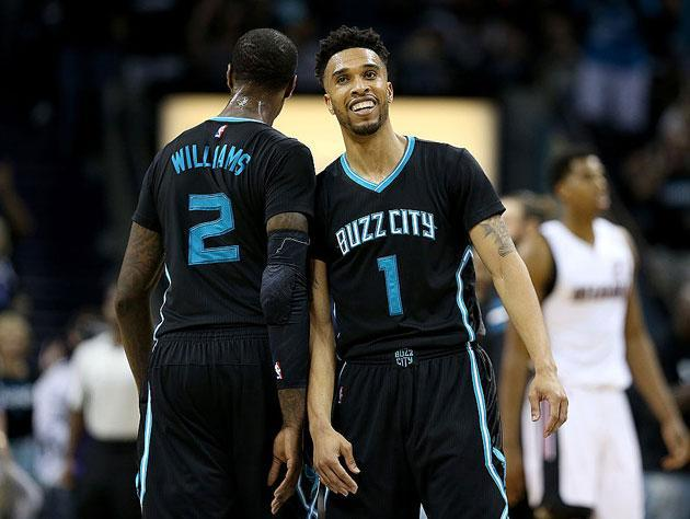 """<a class=""""link rapid-noclick-resp"""" href=""""/nba/players/4484/"""" data-ylk=""""slk:Courtney Lee"""">Courtney Lee</a> is all 'Buzz City' over the Knicks' fortunes. (Getty Images)"""