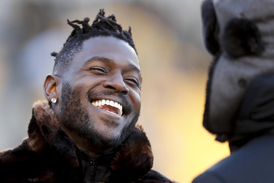 Antonio Brown reportedly apologized to his Raiders teammates on Friday. (AP)