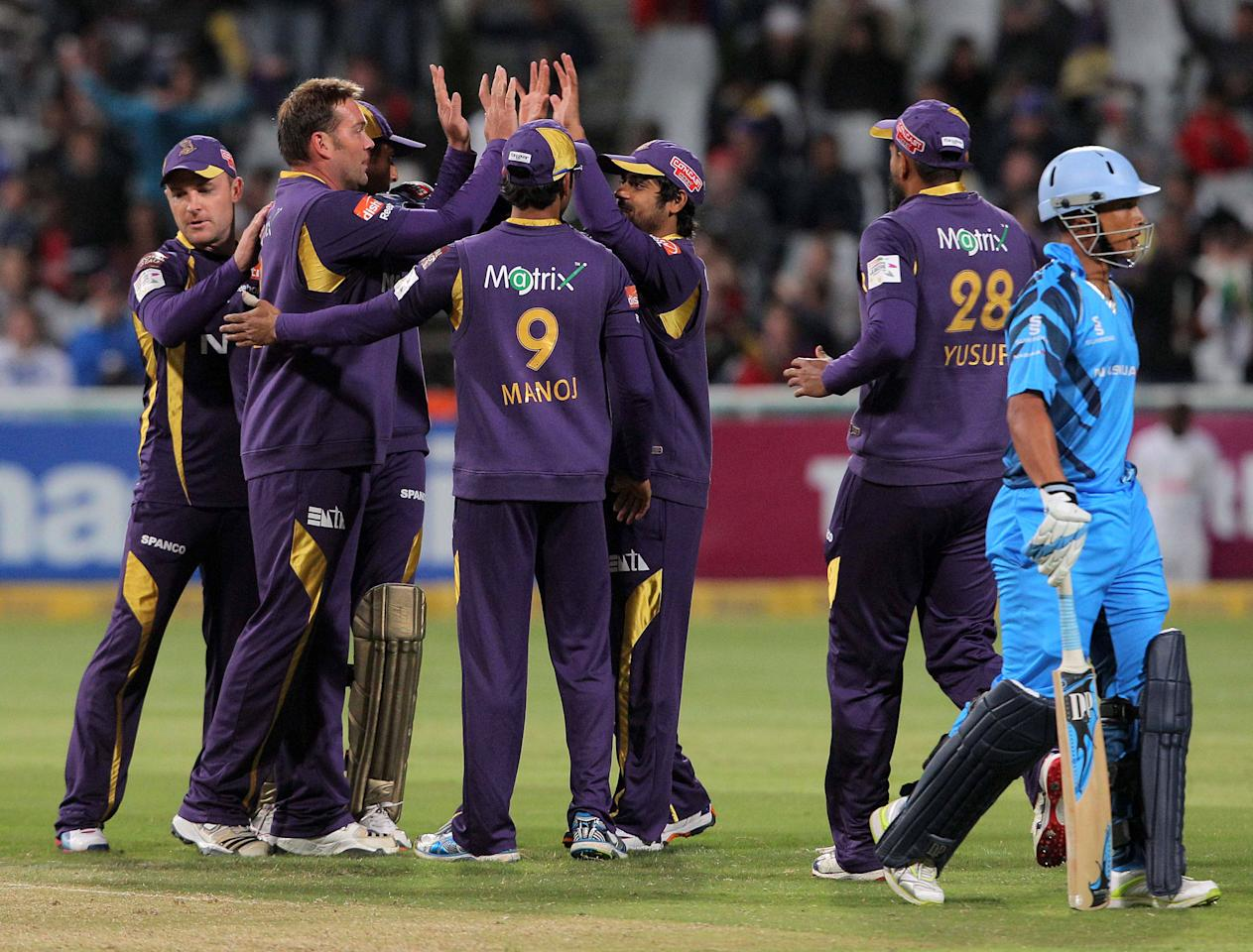 CAPE TOWN, SOUTH AFRCA - OCTOBER 21:  Kolkata Knight Riders celebrate a wicket during the Champions league twenty20 match between CLT20 Kolkata Knight Riders v Nashua Titans at Sahara Park Newlands on October 21, 2012 in Cape Town, South Africa. (Photo by Carl Fourie / Gallo Images/Getty Images)