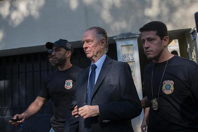 Brazil's Olympic Committee chief Carlos Nuzman (C) is escorted from his home by federal police in Rio de Janeiro, on October 5, 2017 (AFP Photo/Mauro PIMENTEL)
