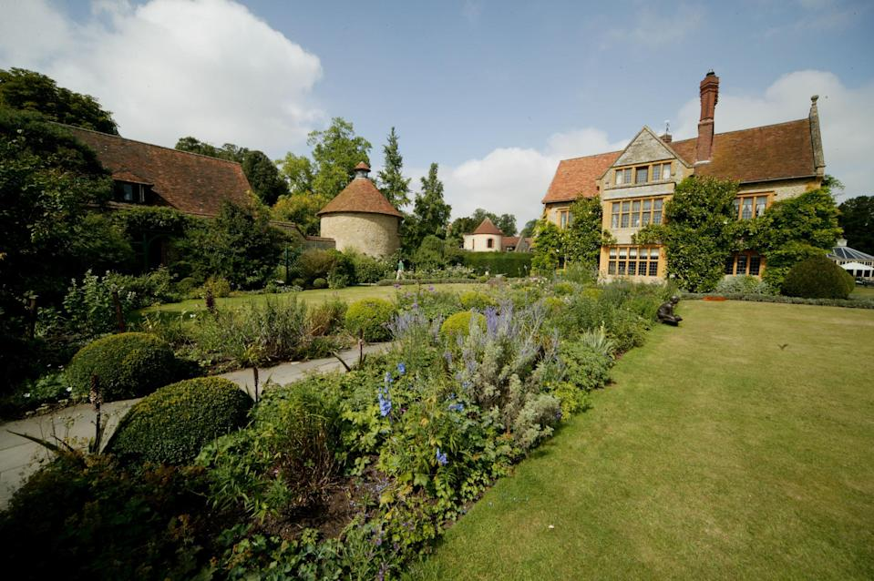 The style at Belmond Le Manoir is a happy marriage between stately Oxfordshire and eccentric French fancy.