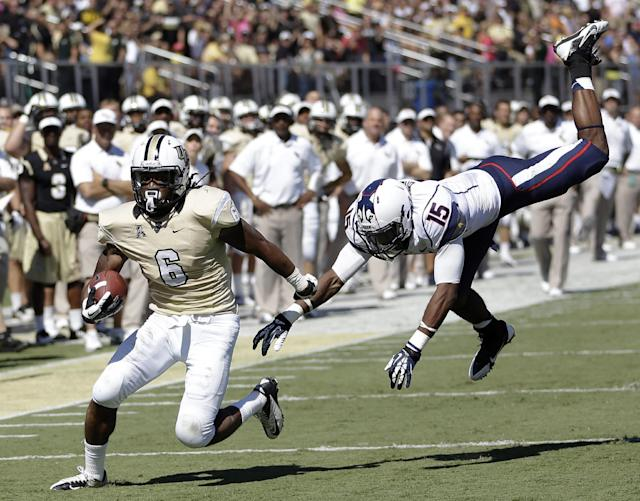 Central Florida wide receiver Rannell Hall (6) runs for a 17-yard touchdown past Connecticut safety Ty-Meer Brown (15) during the first half of an NCAA college football game in Orlando, Fla., Saturday, Oct. 26, 2013.(AP Photo/John Raoux)