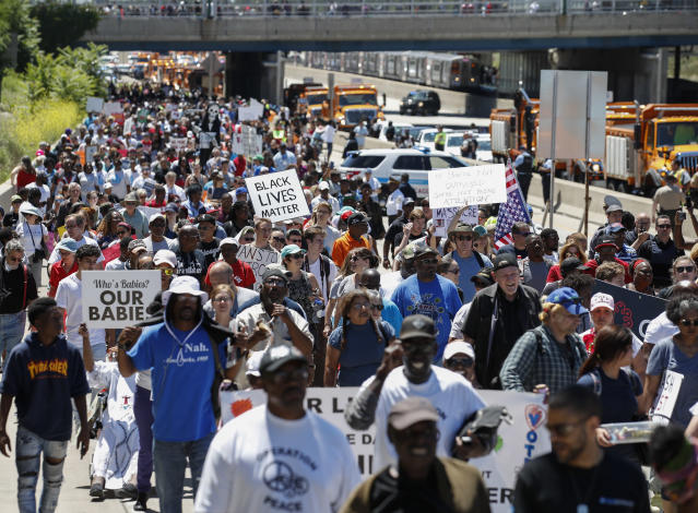 <p>Thousands of activists march onto Chicago Dan Ryan Expressway to protest violence in the city on July 7, 2018 in Chicago, Ill. (Photo: Kamil Krzaczynski/Getty Images) </p>