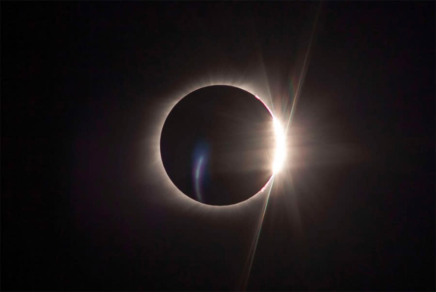 """The """"diamond ring"""" moment, where the sun begins to peek out again as the moon moves on. And again: Imagine the sky deep blue, not black. (abcnews.com)"""