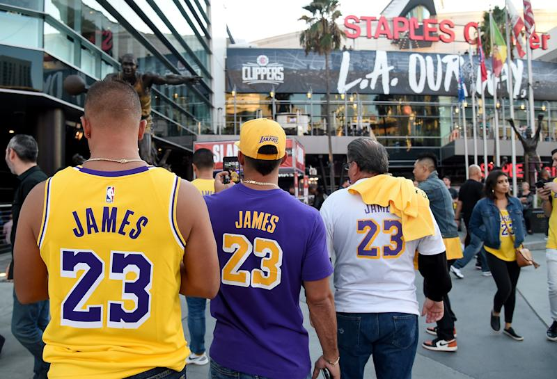 LOS ANGELES, CALIFORNIA - OCTOBER 22: LeBron James fans wait for the LA Clippers home opener against the Los Angeles Lakers at Staples Center on October 22, 2019 in Los Angeles, California. (Photo by Harry How/Getty Images)