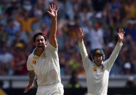 Australia's Mitchell Johnson (L) appeals with teammate George Bailey unsuccessfully for LBW during the first day of the fourth Ashes cricket test against England at the Melbourne cricket ground December 26, 2013. REUTERS/David Gray