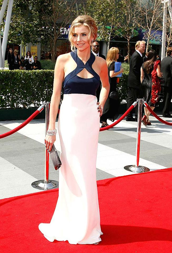 """Scrubs"" cutie Sarah Chalke (aka Becky no. 2 on ""Roseanne"") wowed the crowd while walking the red carpet in this elegant halter dress. Jeffrey Mayer/<a href=""http://www.wireimage.com"" target=""new"">WireImage.com</a> - September 13, 2008"