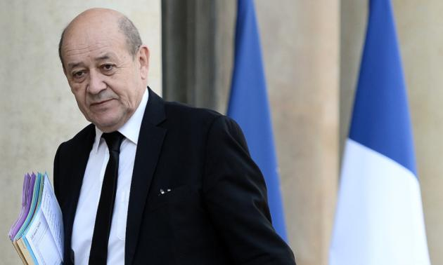 Jean-Yves Le Drian ironise sur