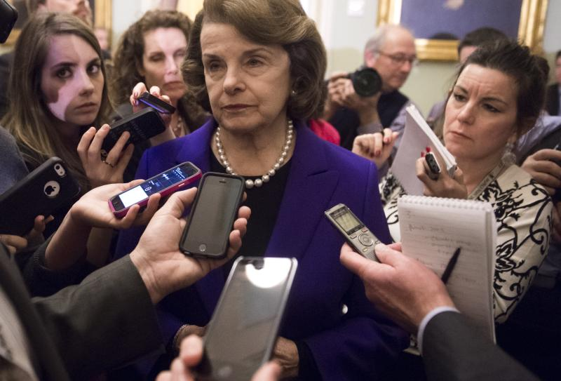 Senate Intelligence Chairwoman Dianne Feinstein (C) speaks to reporters about the committee's report on CIA interrogations at the US Capitol in Washington, DC on December 9, 2014 (AFP Photo/Saul Loeb)