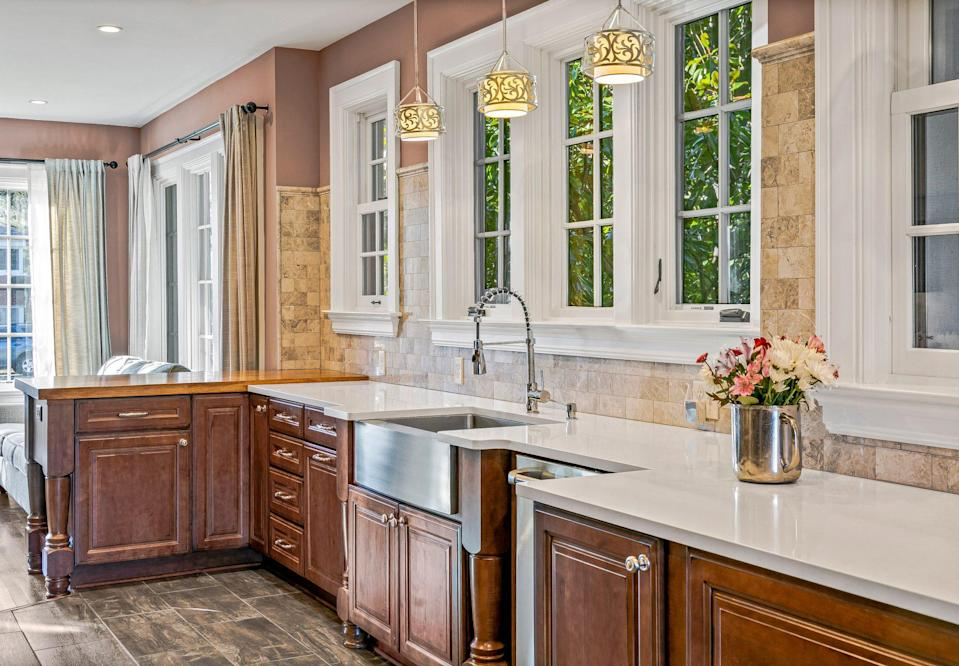 <p>The handsome kitchen features a light-filled breakfast room overlooking the Omni Grove Park Inn golf course.</p>