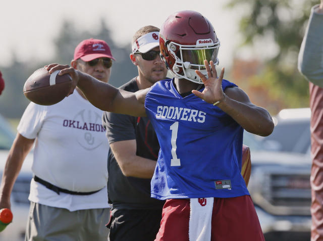 "A's first-round draft pick <a class=""link rapid-noclick-resp"" href=""/ncaaf/players/255122/"" data-ylk=""slk:Kyler Murray"">Kyler Murray</a> will play football this season. (AP Photo)"