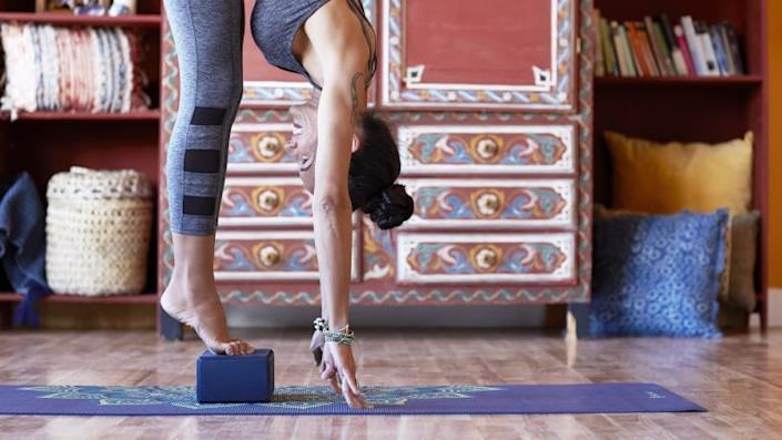 Aspiring yogis can get their zen on with this yoga mat and block set.