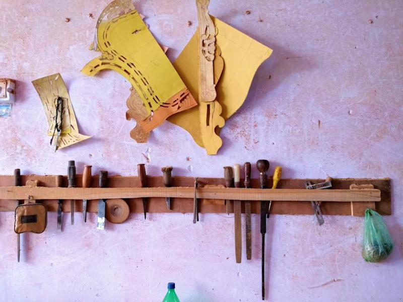 Khata Kheri has many hardware shops that sells tools required for woodcarving