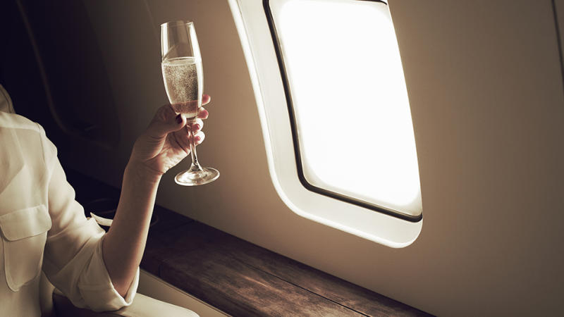 Alcohol banned on flights coronavirus measure Qantas and Virgin Australia