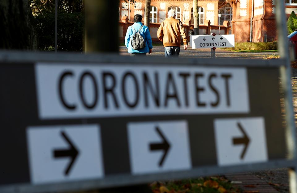 A sign shows the way to a walk-in corona test centre at a hospital in Neuruppin, Germany. Photo: Fabrizio Bensch/Reuters