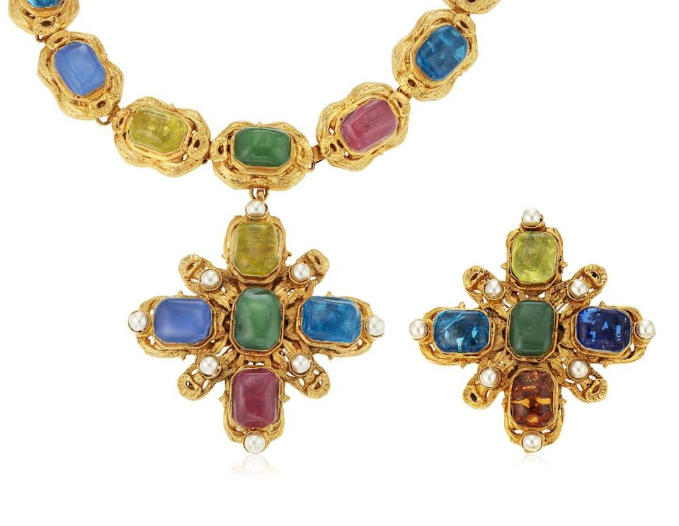<p>This stunning gripoix glass necklace and brooch set is estimated to be worth $3,000 to $5,000</p>