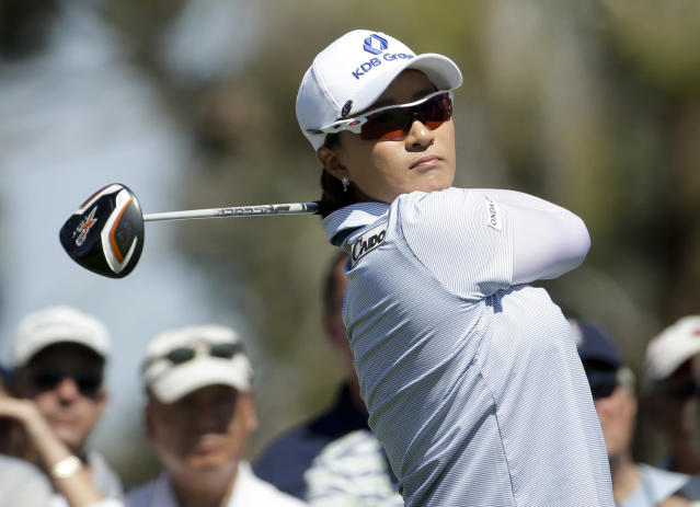Se Ri Pak, of South Korea, watches her tee shot on the third hole during the third round of the Kraft Nabisco Championship golf tournament Saturday, April 5, 2014, in Rancho Mirage, Calif. (AP Photo/Chris Carlson)