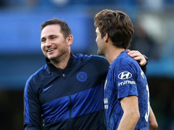 Chelsea coach Frank Lampard (left) with defender Marcos Alonso (Getty Images)