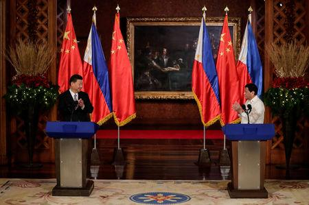 China's President Xi Jinping and Philippine President Rodrigo Duterte applaud after a joint news statement at the Malacanang presidential palace in Manila, Philippines, November 20, 2018.   Mark Cristino/Pool via Reuters