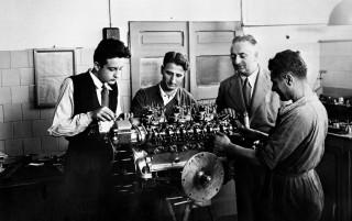 Enzo Ferrari oversees Gioacchino Colombo, Giuseppe Busso and Luigi Bazzi's work on a V-12 engine