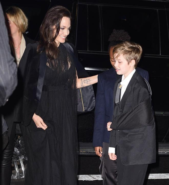 Angelina Jolie was spotted out with 11-year-old daughter Shiloh, who is nursing a broken arm, and 13-year-old Zahara in New York City. Source: Splash
