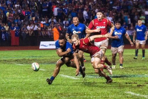 Samoa's Piula Fa'asalele (L) and Wales' Steffan Evans battle for a loose ball during their rugby union Test match, in Apia, on June 23, 2017