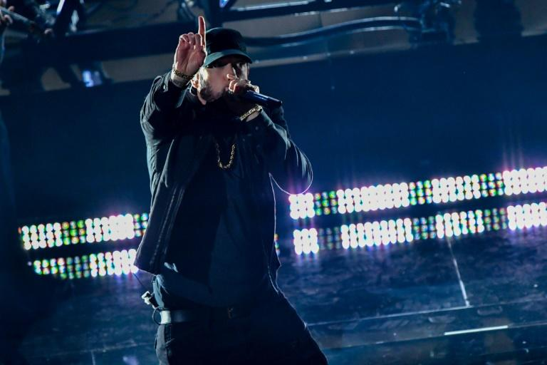 """Rapper Eminem perplexed Oscar watchers by giving a surprise performance of his 2003 award-winning hit """"Lose Yourself"""""""