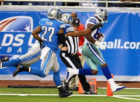 Dallas Cowboys wide receiver Dez Bryant (88) scores a touchdown against Detroit Lions strong safety Glover Quin (27) during 2nd half of a game at Ford Field. Lions won 31-30. Mandatory Credit: Mike Carter-USA TODAY Sports