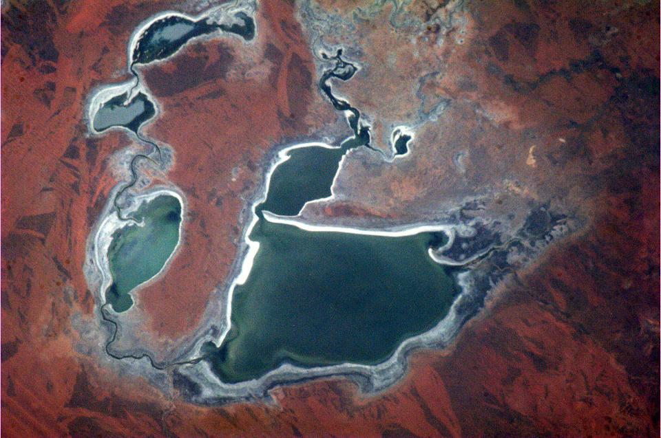 """Australia - the dryness creates colours and textures that make the Outback immediately recognizable from space. <a href=""""https://twitter.com/Cmdr_Hadfield/status/288699726986100738/photo/1"""" rel=""""nofollow noopener"""" target=""""_blank"""" data-ylk=""""slk:(Photo by Chris Hadfield/Twitter)"""" class=""""link rapid-noclick-resp"""">(Photo by Chris Hadfield/Twitter)</a>"""