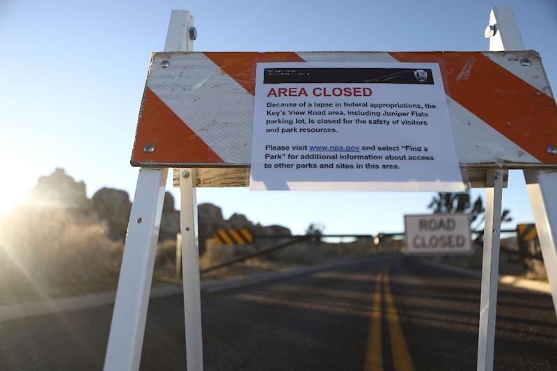 A sign announces a section of road is closed in Joshua Tree National Park due to a lack of federal funding (AFP Photo/MARIO TAMA)