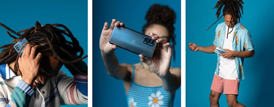 OnePlus Nord N200 5G man and woman standing in front of blue background holding phone inbody