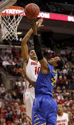 Delaware's Jarvis Threatt, right, goes up to shoot against Ohio State's LaQuinton Ross during the first half of an NCAA college basketball game in Columbus, Ohio, Wednesday, Dec. 18, 2013. ( AP Photo/Paul Vernon)