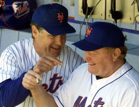 1969 New York Mets pitcher Tom Seaver (L) makes a point with 1973 New York Mets right fielder Rusty Staub during ceremonies for the 30 year anniversary of the 1969 Miracle Mets -- a team that came from practically nowhere to win the 1969 World Championship -- at Shea Stadium in New York, May 1, 1999. REUTERS/Ray Stubblebine