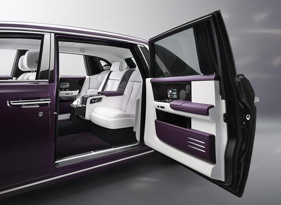 The interiors are also ultra-luxurious but technology is not the main showcase here as luxury along with craftsmanship is the focus. There is lambswool carpet, hand-made interior details along with veneers. The stripe on the exterior is hand-painted by one man which takes 3 hours per car.