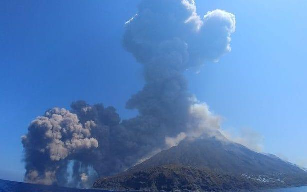 The eruption on Stromboli sent a huge plume of ash and smoke into the sky - Twitter