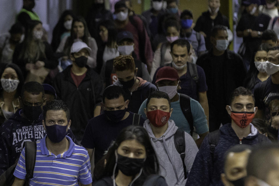 Movement of people at the Luz Station of the S�o Paulo subway on June 17, 2020. State recorded record deaths from Covid-19 for two straight days this week. (Photo: Bruno Rocha/Fotoarena/Sipa USA)