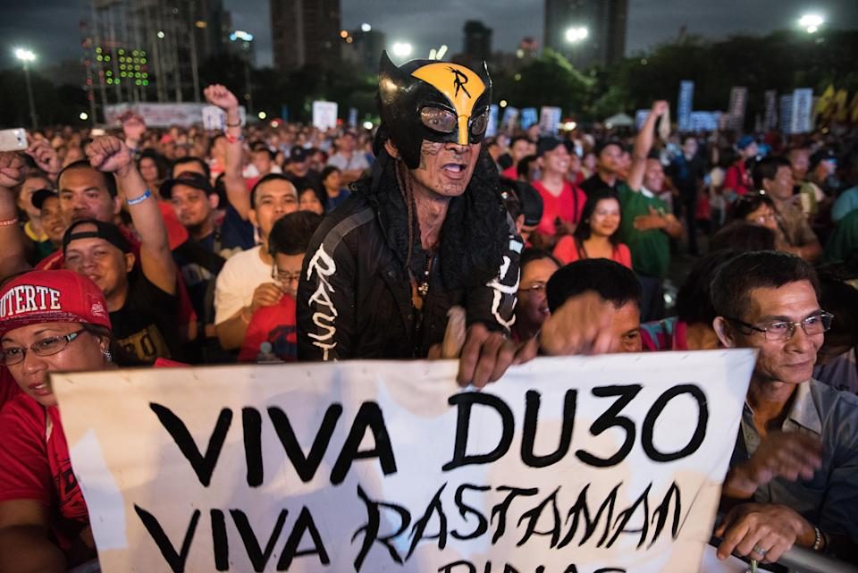 FILE PHOTO: Thousands of pro-Duterte supporters cheer during a vigil rally in support of President Rodrigo Duterte's anti-drug campaign which also coincided with the 31st anniversary of the People Power revolution on February 25, 2017 in Manila, Philippines. (Photo: Dondi Tawatao/Getty Images)