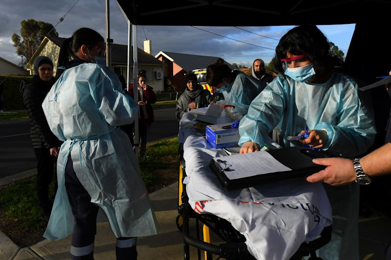 Medical professionals work with members of the public at a pop-up coronavirus disease. AAP Image/James Ross via REUTERS (Photo: REUTERS)