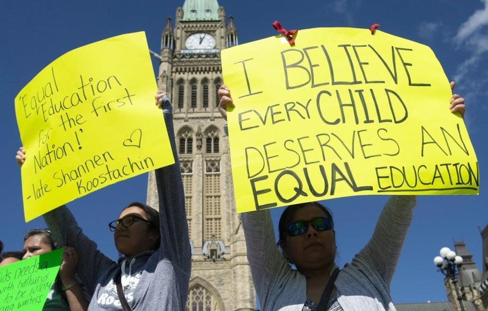 """<span class=""""caption"""">People protest the conditions in the Kashechewan First Nation school on Parliament Hill in Ottawa in September 2018.</span> <span class=""""attribution""""><span class=""""source"""">THE CANADIAN PRESS/Adrian Wyld</span></span>"""