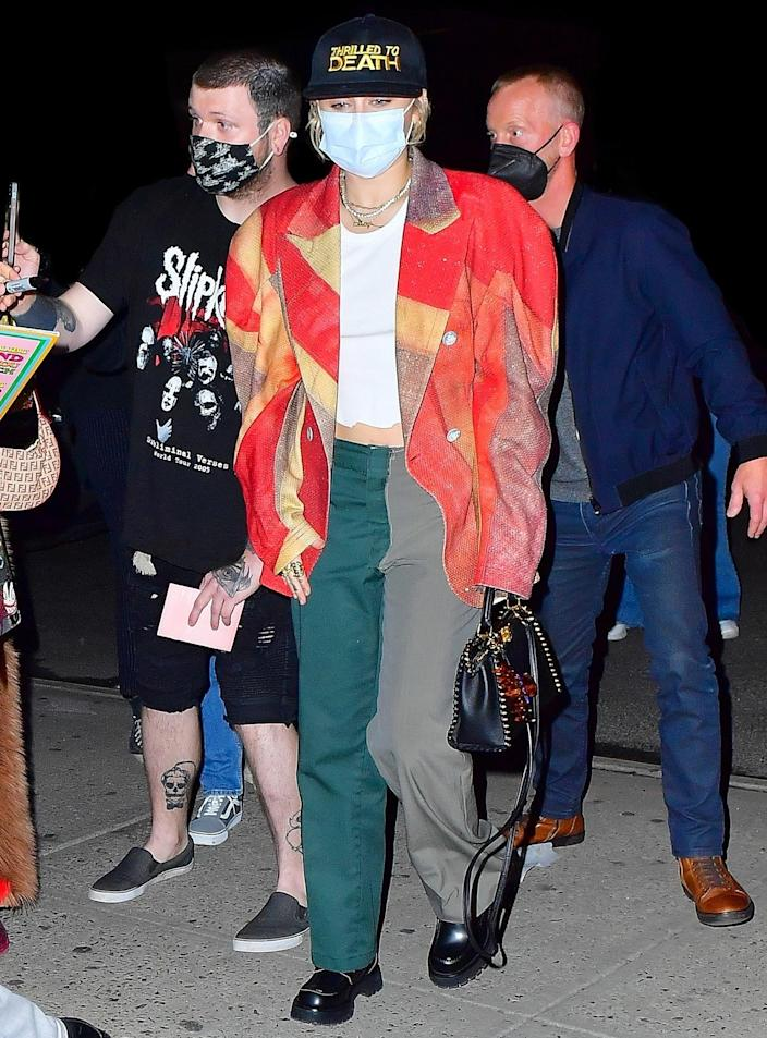 <p>Miley Cyrus was spotted arriving at her New York City hotel after rehearsing for <em>Saturday Night Live</em> with host Elon Musk.</p>
