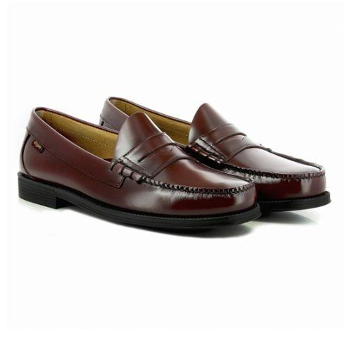 "<p><a rel=""nofollow"" href=""https://www.ghbass-eu.com/men/penny-loafers/easy-weejuns-larson-penny-wine-leather.html"">SHOP</a></p><p>As a founding papa of the penny loafer, G.H. Bass has done very little to alter their Easy Weejuns. Which is a good thing - this wine-coloured kick will continue to look good for decades to come.</p><p><em>Easy Weejuns Penny Loafer, £100, <a rel=""nofollow"" href=""https://www.ghbass-eu.com/men/penny-loafers/easy-weejuns-larson-penny-wine-leather.html"">ghbass-eu.com</a></em></p>"