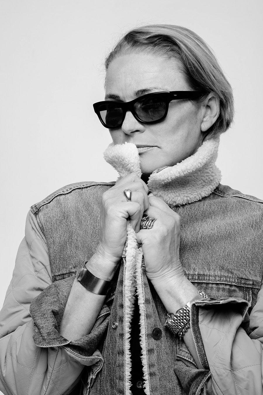 <p>Lisa Love wears the Levi's x karla Inside-Out Sherpa. (Photo: Courtesy of Levi's) </p>