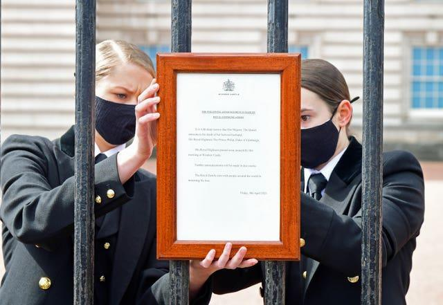 A sign announcing the death of the Duke of Edinburgh was placed on the gates of Buckingham Palace