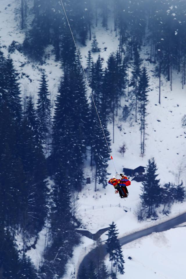 Lindsay Vonn of the United States of America is airlifted off the mountain after crashing while competing in the Women's Super G event during the Alpine FIS Ski World Championships on February 5, 2013 in Schladming, Austria. (Photo by Clive Rose/Getty Images)