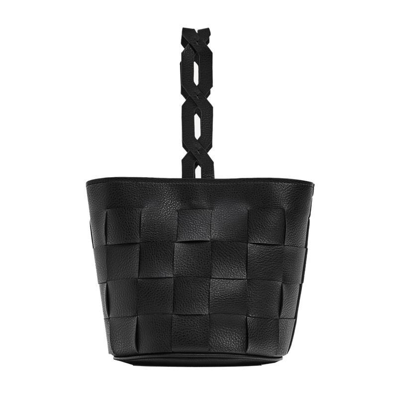 "<a rel=""nofollow"" href=""http://www.zara.com/us/en/woman/bags/view-all/geometric-bucket-bag-with-braided-handle-c819022p4246066.html"">Geometric Bucket Bag With Braided Handle, Zara, $40</a>"