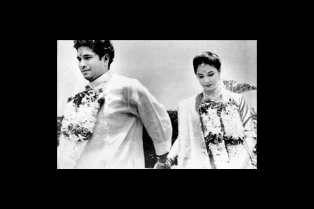 Sachin Tendulkar with bride Anjali at their wedding ceremony in Bombay on May 24, 1995. (BCCL/MenXp)