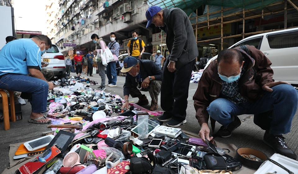 Shoppers at a street market in Sham Shui Po, Hong Kong's poorest district. Photo: Xiaomei Chen
