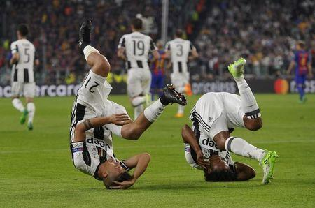 Football Soccer - Juventus v FC Barcelona - UEFA Champions League Quarter Final First Leg - Juventus Stadium, Turin, Italy - 11/4/17 Juventus' Paulo Dybala celebrates scoring their first goal with Juan Cuadrado Reuters / Giorgio Perottino Livepic